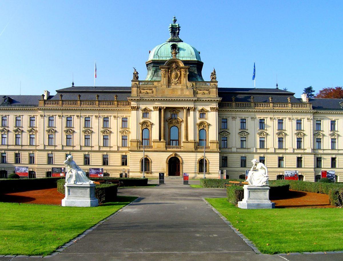 С 2019 года жители Чехии будут платить меньше налогов