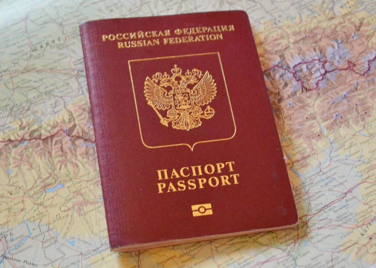 Спрос на получение загранпаспортов в России вырос