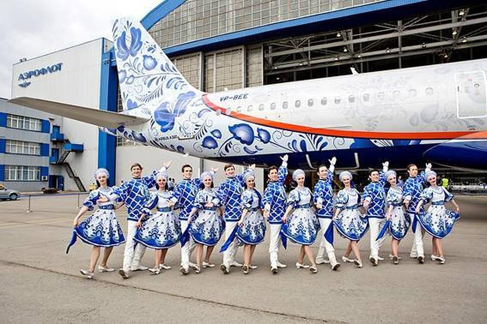 «Аэрофлот» представил самолет вюбилейной ливрее