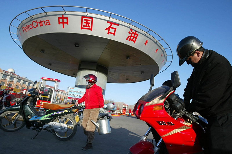В Китае в пятый раз с начала года снижают цены бензин