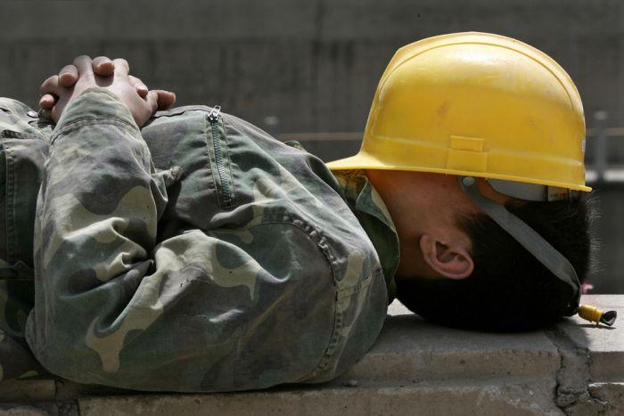 Румынских работодателей обязали принимать меры по улучшению условий труда в периоды экстремальной температуры. Штрафы до 130 евро