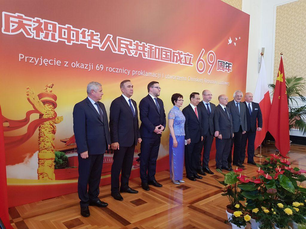 Групповое фото посла КНР в Польше с гостями Торжественного Приёма