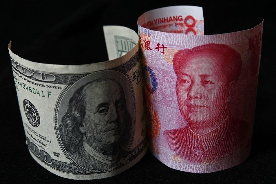 Китайские власти продолжили девальвацию юаня
