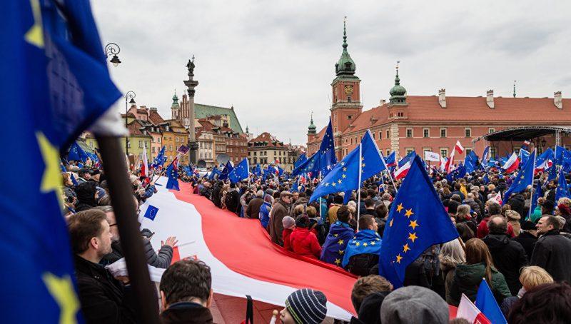 Евробарометр: 87% поляков признают преимущества членства страны в Европейском Союзе