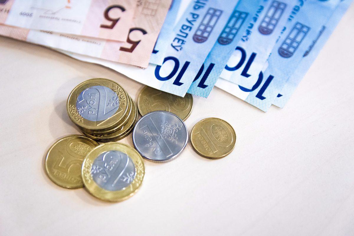 Беларусь. Средние зарплаты белорусов снизились в сентябре почти на 10 евро