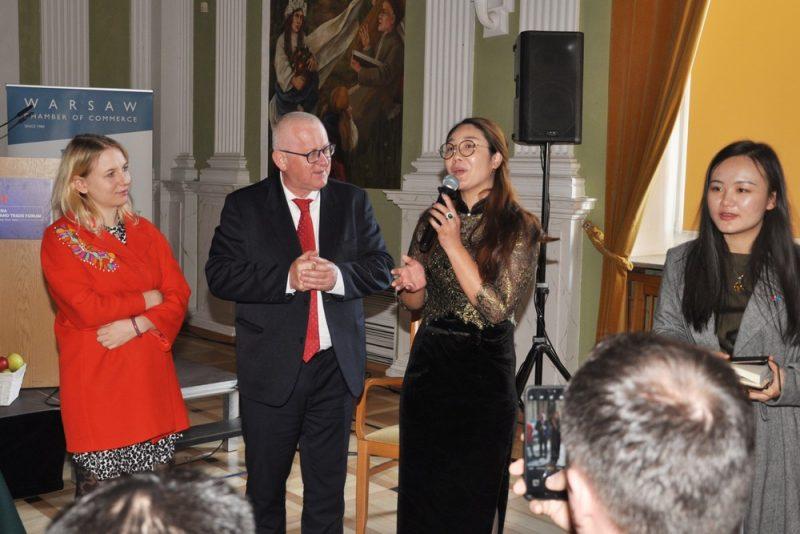 Председатель Варшавской Торгово-Промышленной Палаты господин Марек Трачик с участницами мероприятия