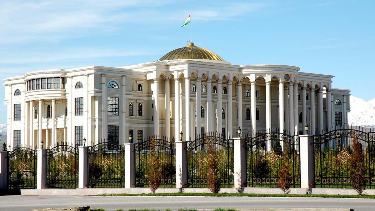 Главными инвесторами в Таджикистан являются Россия и Китай