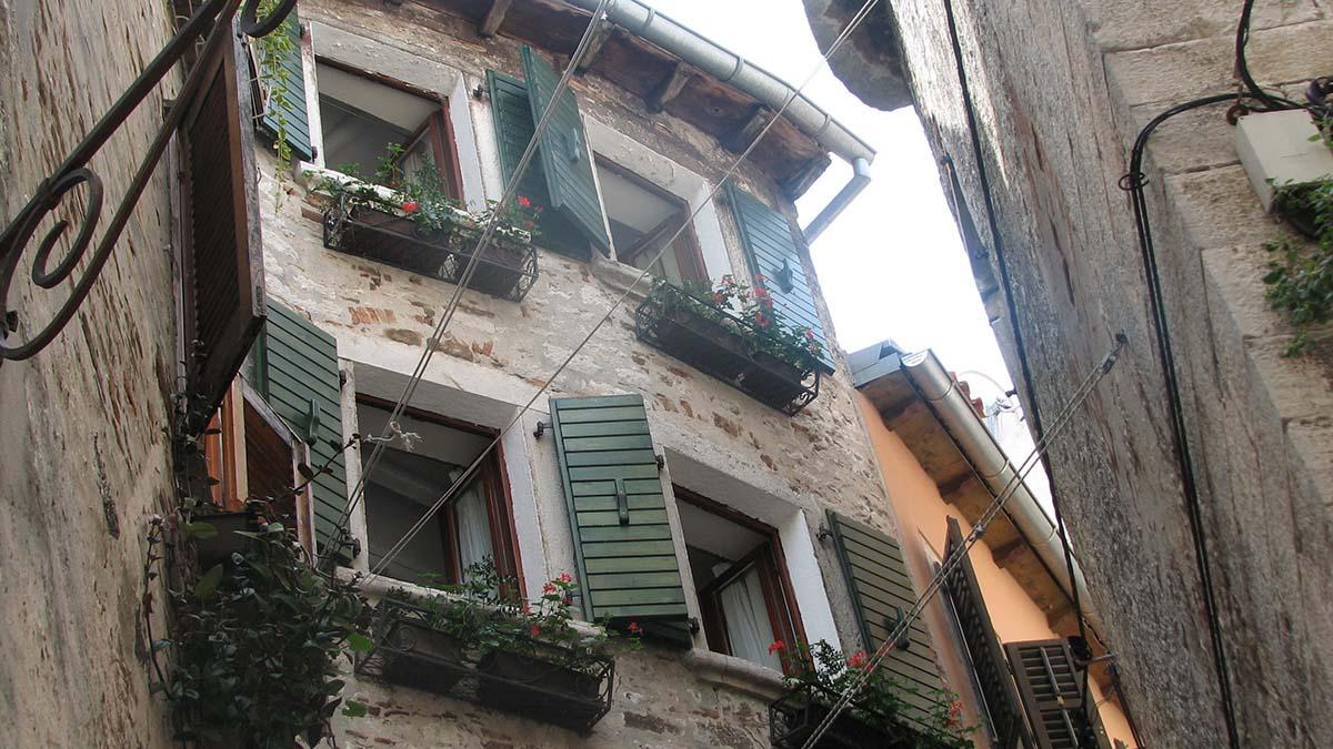 Дом можно купить меньше чем за евро