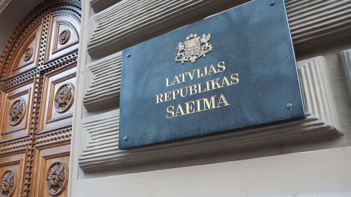 Правительство Латвии изолировалось на карантин