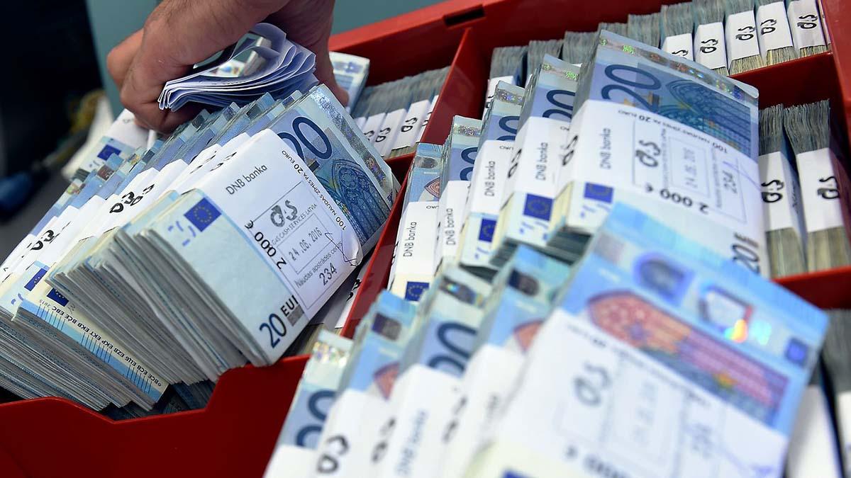 Латвийские банки обвиняют в отмывании средств