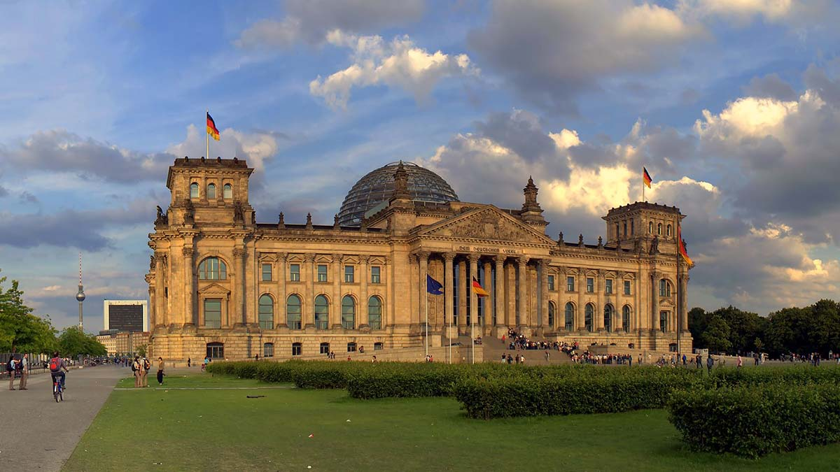 COVID-19 вызвал дефицит бюджета в Германии