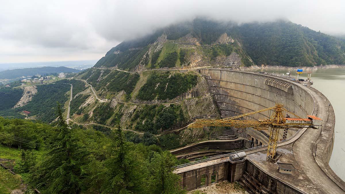 Ремонтные работы на крупнейшей ГЭС Грузии