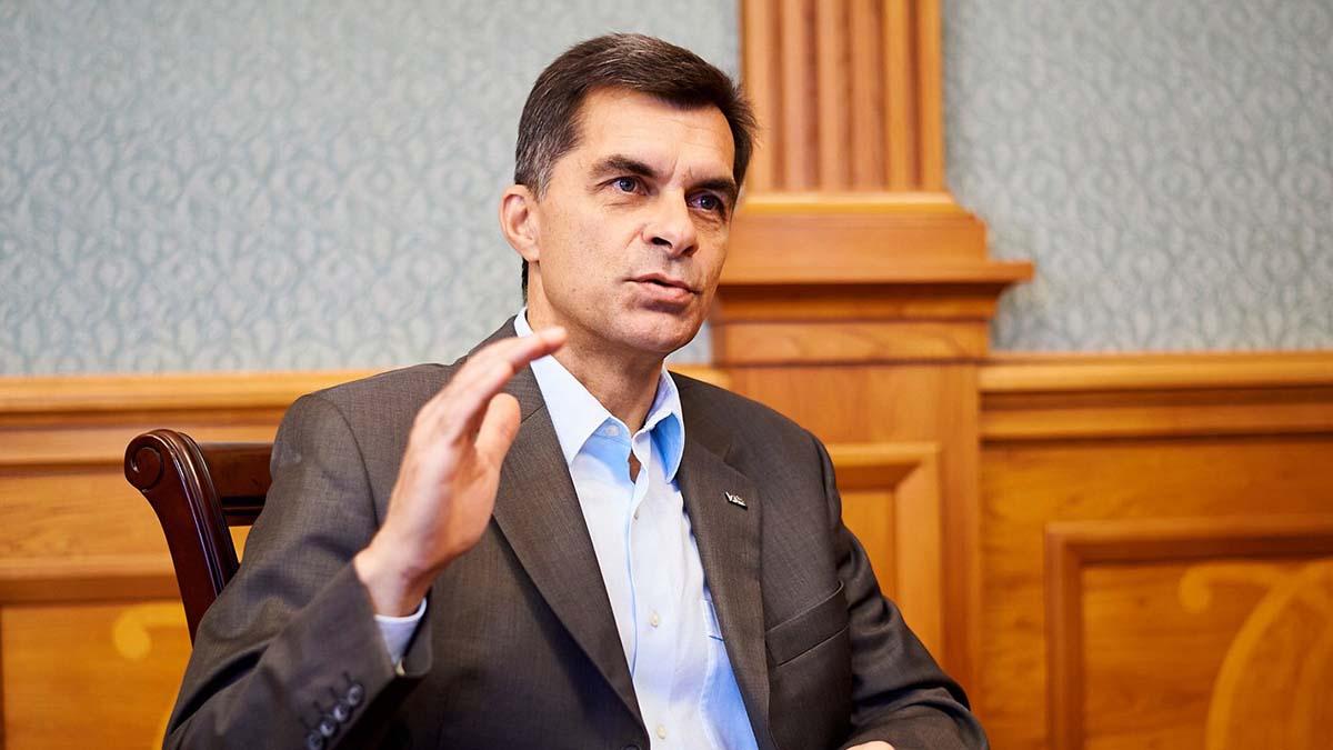 Шеф «Укрзализныци» обнародовал размер зарплаты