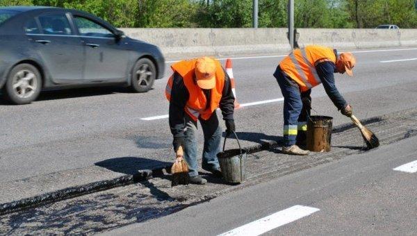 На ремонт украинских дорог местного значения из госбюджета выделено 360 млн. Евро (11 миллиардов гривен)