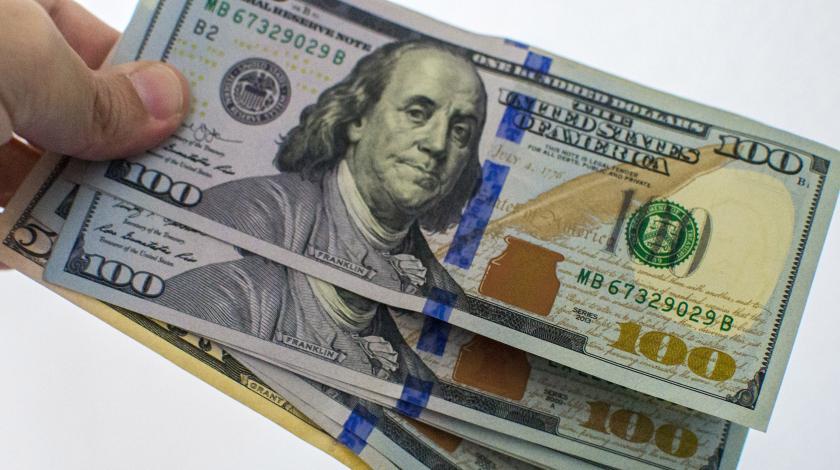 Курс доллара США а Мосбирже вырос на 1,2% и достиг 67 рублей. Гривна также упала